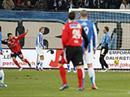 Jubel bei Aaraus Cristian Ianu und Rogerio nach dem Tor zum 1:0, Entäuschung bei Torhüter Johnny Leoni.