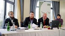 Qaasim Illi, Nicolas Blancho, Oscar Bergamin und Fitore Sinanaj bei der Pressekonferenz des IZRS.
