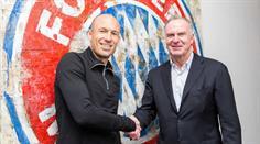 Arjen Robben bleibt dem FC Bayern mindestens bis Juni 2018 treu.