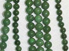 Jade gibt es in verschiedenen Farbenvariationen: Grün und Weiss sind aber am beliebtsten.