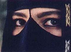 Die Saudiarabierinnen sind oft geschminkt.