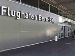 Eingang zum Berner Flughafen Belpmoos.