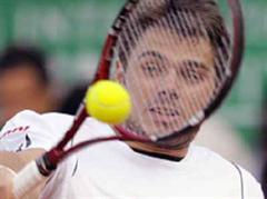 Stanislas Wawrinka unterlag Marat Safin mit 4:6, 3:6, 7:5, 1:6.