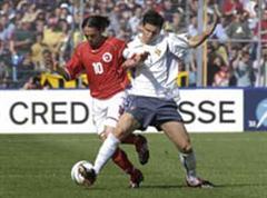 Torschütze Richard Cabanas kämpft gegen den Portugiesen Postiga Heldner um den Ball.
