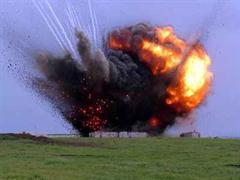 US-Soldaten zerstören Munitionslager bei Mosul.
