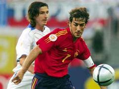 Alexander Mostowoj (links) im Duell gegen Spaniens Raúl.