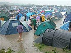 Überschwemmtes Zeltgelände in Glastonbury.