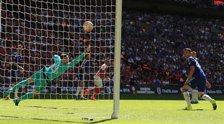 Alex Oxlade-Chamberlain erzielt den entscheidenden Treffer für Arsenal.