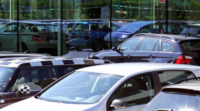 Der UBS-Konsumindikator steigt dank dem Autohandel im Juni in die Höhe.