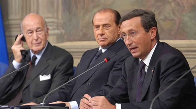 Gianfranco Fini (r.) und Silvio Berlusconi (m.). (Archivbild)