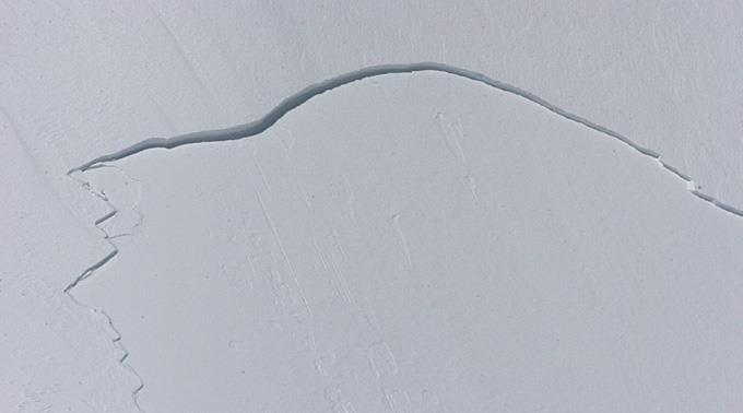 Das kleine Schneebrett riss den Mann mehrere hundert Meter mit. (Symbolbild)