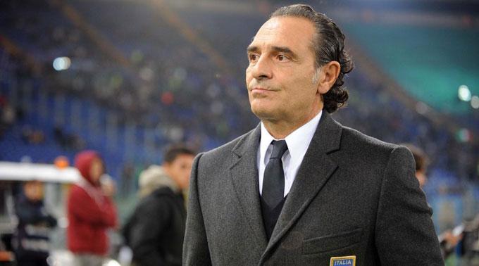 Italiens Trainer Cesare Prandelli ist gläubig.