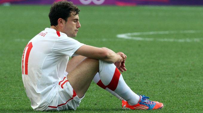 Der enttäuschte Admir Mehmedi nach dem Spiel am Boden.