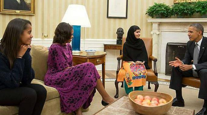 Malala Yousafzai mit Familie Obama.