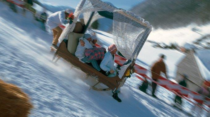 Seit fast drei Jahrzehnten feiert man in Braunwald das Hornschlittenrennen.