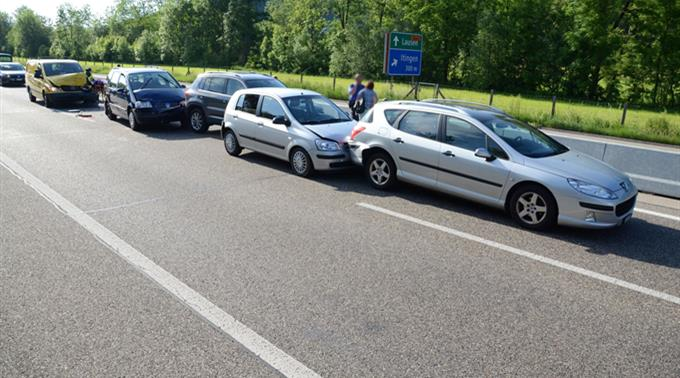 Drei Fahrzeuge wurden durch den Unfall beschädigt.