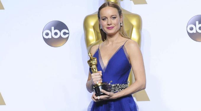 Eddie Redmayne unterstützte Brie Larson während den Oscars tatkräftig.