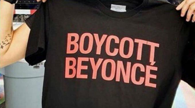 Beyoncé verkauft bei ihrer Tour T-Shirts mit dem Aufdruck 'Boycott Beyoncé'.